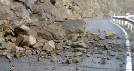 Several landslides affect roads on Gran Canaria